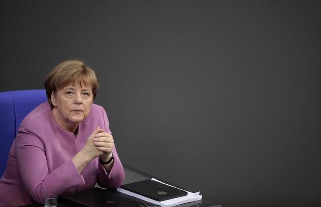 3月9日、メルケル独首相はドイツ議会で演説し、EUには自由貿易に基づく政策が必要であり、孤立しないよう、他国との協力を模索すべきだとの認識を示した(2017年 ロイター/Axel Schmidt)