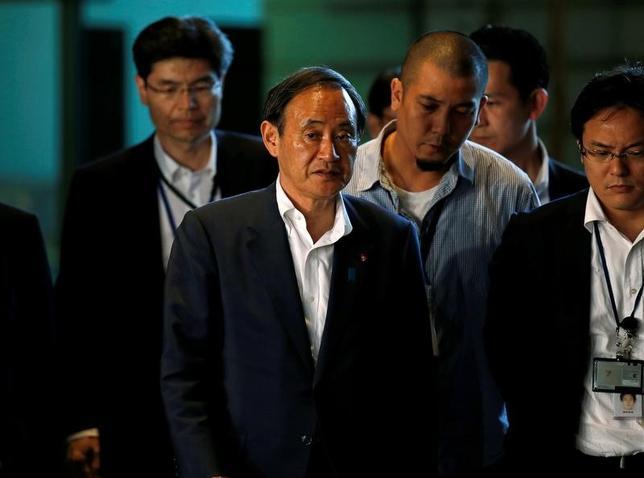 3月10日、菅義偉官房長官は閣議後会見で、トランプ米政権が日本の自動車と農産物の市場開放を求める意見書を世界貿易機関に提出したことに関連して、「日本の自動車市場は十分に開放されている」と述べた。写真は昨年7月安倍首相官邸で撮影(2017年 ロイター/Toru Hanai)