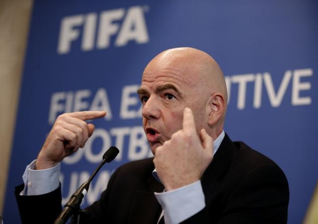 3月9日、国際サッカー連盟(FIFA)は9日、一部のイスラム圏諸国からの入国を規制している米国に対し、2026年ワールドカップ(W杯)の開催国となった場合には、あらゆる国の選手や関係者、ファンの入国を認める必要があるとの見解を示した。写真はFIFAのジャンニ・インファンティノ会長(2017年 ロイター)