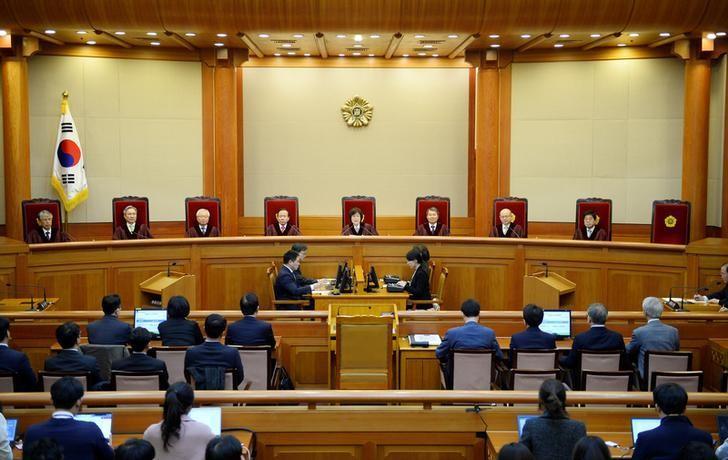 2017年3月10日,韩国首尔,韩国宪法法院表决通过总统朴槿惠弹劾案。REUTERS/Kim Min-hee