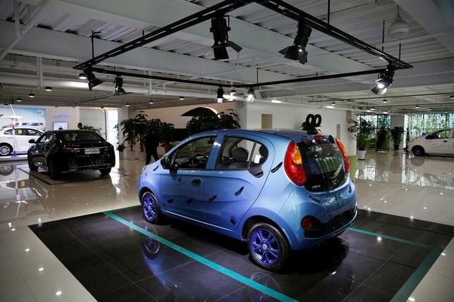 3月10日、中国汽車工業協会(CAAM)が発表した2月の自動車販売台数は前年同月比22.4%増の190万台だった。写真は上海で1月撮影(2017年 ロイター/Aly Song)