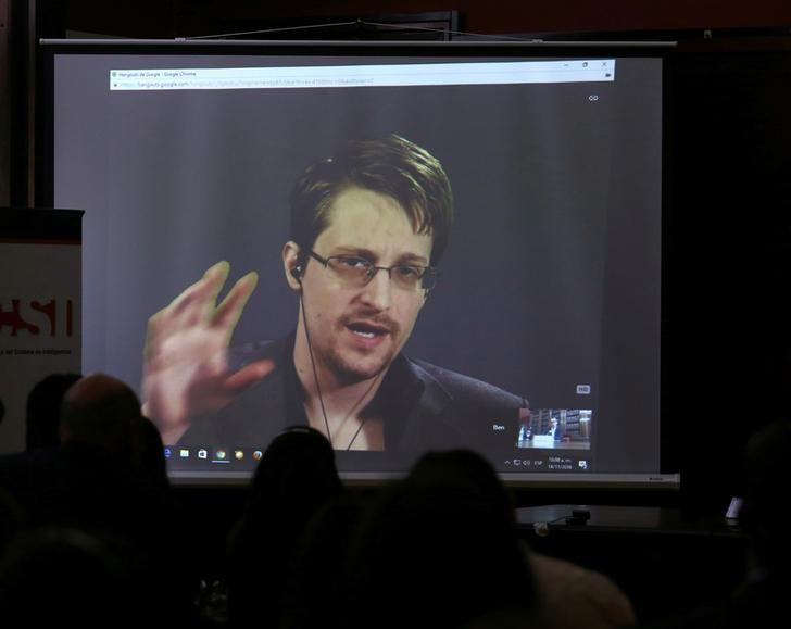 Snowden shelterers in Hong Kong seek Canada asylum: lawyer