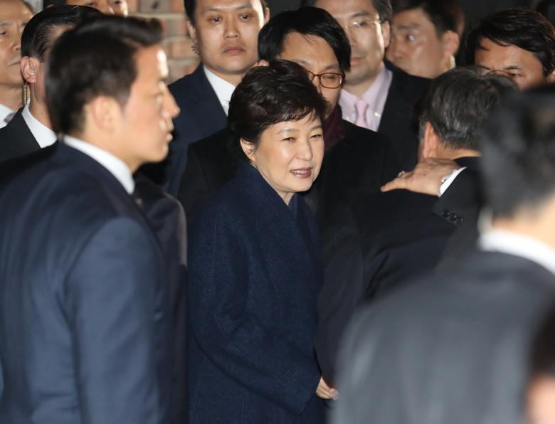 South Korea's ousted leader Park Geun-hye arrives at her private house in Seoul, South Korea, March 12, 2017.    Choi Jae-koo/Yonhap via REUTERS