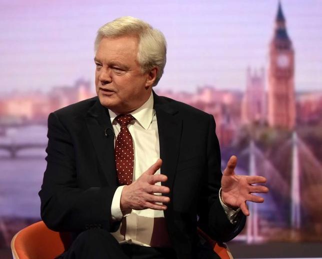 3月12日、英国のデービス欧州連合(EU)離脱担当相は、EUとの交渉で取引がまとまらなかった場合に備えた緊急対応計画(コンティンジェンシー・プラン)を立案中だと述べた。写真はBBCの「アンドリュー・マー・ショウ」に出演する同相。BBC提供写真(2017年/ロイター)