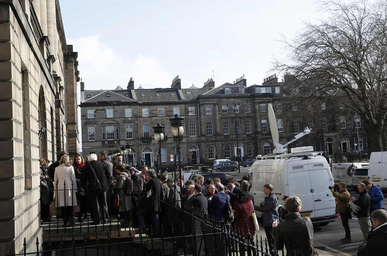 Journalists wait to enter Bute House, the official residence of Scotland's First Minister Nicola Sturgeon, to hear her demand a new independence referendum to be held in late 2018 or early 2019, once the terms of Britain's exit from the European Union have become clearer, in Edinburgh, Scotland, Britain March 13, 2017. REUTERS/Russell Cheyne