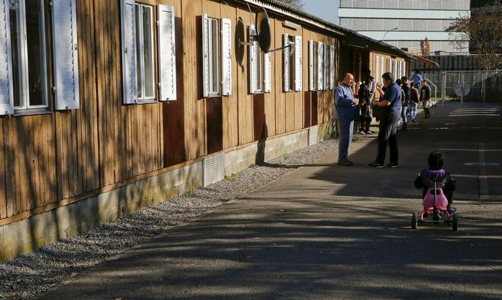 Migrants are pictured at the Zentrum Juch camp for asylum seekers, during a media visit in Zurich November 5, 2015.   REUTERS/Arnd Wiegmann/File Photo