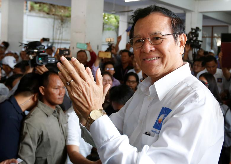 Kem Sokha (R), leader of the Cambodia National Rescue Party (CNRP), claps as he arrives at the party's headquarters in Phnom Penh, Cambodia, March 2, 2017. REUTERS/Samrang Pring