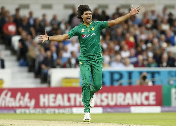 Britain Cricket - England v Pakistan - Fourth One Day International - Headingley - 1/9/16Pakistan's Mohammad Irfan celebrates taking the wicket of England's Alex HalesAction Images via Reuters / Lee SmithLivepic