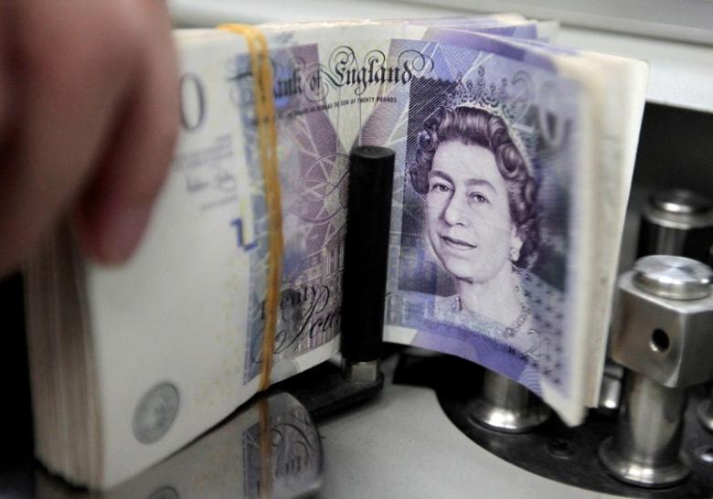 A bank employee counts pound notes at Kasikornbank in Bangkok, Thailand, October 12, 2010.  REUTERS/Sukree Sukplang/File Photo