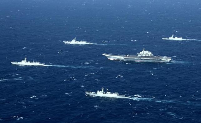 3月15日、中国が南シナ海の西沙諸島の北島で新たな建設を開始したことが、プラネット・ラボの衛星画像で分かった。中国の空母「遼寧」、南シナ海で昨年撮影(2017年 ロイター)