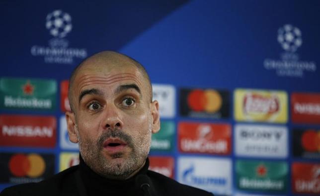 3月14日、サッカーの欧州チャンピオンズリーグ16強第2戦で15日に激突するマンチェスター・シティ—(マンC)とモナコ(フランス)の両チームは試合前日の記者会見に臨み、マンCのジョゼップ・グアルディオラ監督(写真)はゴールを熱望した(2017年 ロイター)