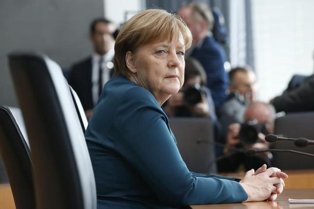 3月15日、公表されたドイツの世論調査によると、中道左派の社会民主党(SPD)の支持率は32%と前回調査から横ばいとなった。写真はメルケル首相。ベルリンで8日撮影(2017年 ロイター/Fabrizio Bensch)