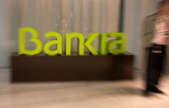 3月15日、スペインの銀行救済基金である銀行再建基金(FROB)は、国内銀行のバンキアとバンコ・マレ・ノストルム(BMN)を合併させる方針を示した。写真はバンキアのロゴ。マドリードで1月撮影(2017年 ロイター/Sergio Perez)