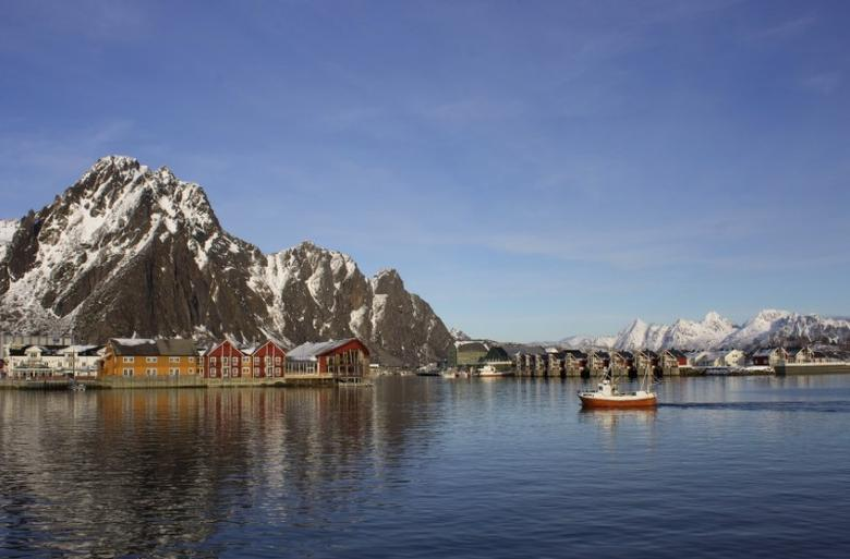 A fishing boat enters the harbour at the Arctic port of Svolvaer in northern Norway March 4, 2013. REUTERS/Alister Doyle