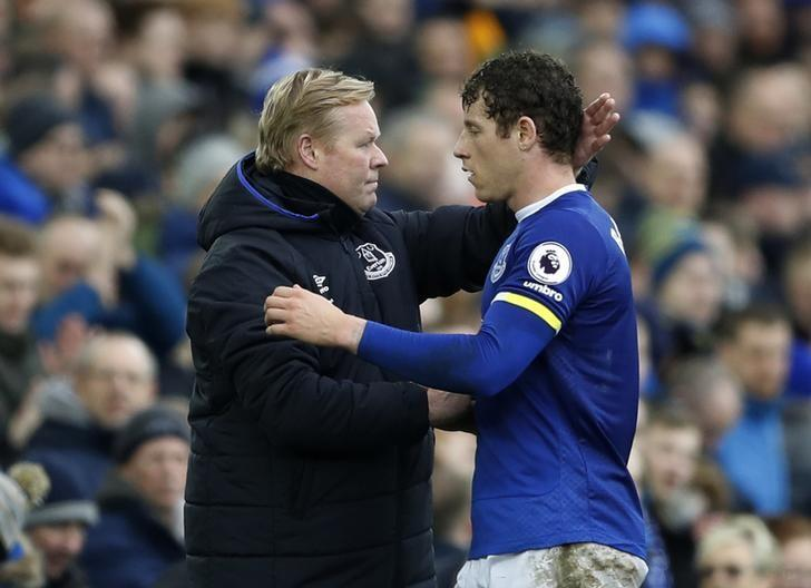 Britain Football Soccer - Everton v Sunderland - Premier League - Goodison Park - 25/2/17 Everton's Ross Barkley walks past manager Ronald Koeman as he is substituted  Action Images via Reuters / Carl Recine