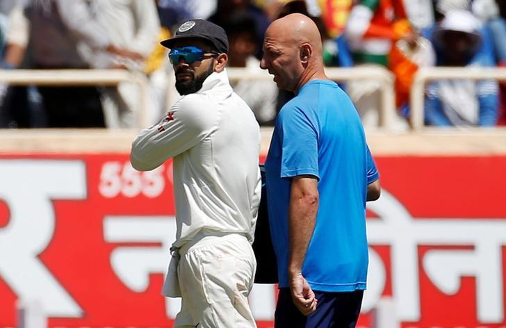 Cricket - India v Australia - Third Test cricket match - Jharkhand State Cricket Association Stadium, Ranchi, India - 16/03/17 - India's captain Virat Kohli (L) walks off the field after injuring himself. REUTERS/Adnan Abidi