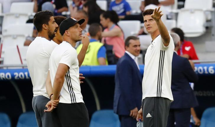 Football Soccer - Germany v France - EURO 2016 - Semi Final - Stade Velodrome, Marseille, France - 7/7/16. (L-R) Germany's Sami Khedira, Lukas Podolski and Mario Gomez before the game. REUTERS/Michael Dalder/Files