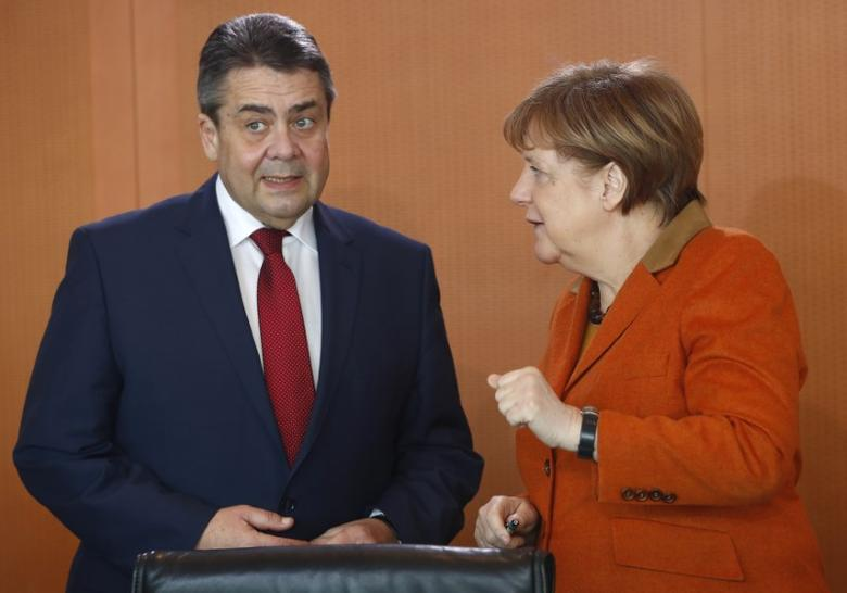 German Chancellor Angela Merkel and Foreign Minister Sigmar Gabriel before cabinet meeting at the chancellery in Berlin, Germany, March 15, 2017.  REUTERS/Fabrizio Bensch