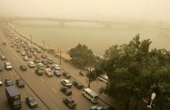 لقطة عامة لعاصفة رملية فوق القاهرة - صورة من أرشيف رويترز.