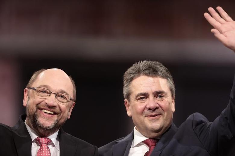 Outgoing Social Democratic Party (SPD) leader Sigmar Gabriel and incoming party leader and candidate in the upcoming general elections Martin Schulz during SPD party convention in Berlin, Germany, March 19, 2017.     REUTERS/Axel Schmidt - RTX31PH8