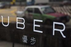 Uber Technologies a annoncé dimanche un nouveau départ au sein de sa direction, celui de Jeff Jones, un expert en marketing qui avait été engagé il y a sept mois pour améliorer l'image de la société américaine de services. /Photo d'archives/REUTERS/Tyrone Siu
