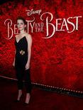 """Esto es lo que hace de Disney una gran potencia. """"La Bella y la Bestia"""", la última versión en carne y hueso de un clásico de dibujos animados, logró una espectacular recaudación de 170 millones de dólares en su estreno de este fin de semana, fijando un nuevo récord para un debut en marzo y consolidando a Disney como el actor dominante en la industria.  En la imagen, la actriz Emma Watson en el estreno de """"La bella y la bestia"""" en Los Ángeles, California, EEUU, el 2 de marzo de 2017.   REUTERS/Mario Anzuoni"""