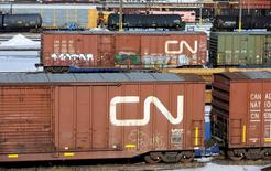 FILE PHOTO -  Railcars stand idle at the Canadian National (CN) railyards in Edmonton February 22, 2015.  REUTERS/Dan Riedlhuber/File Photo