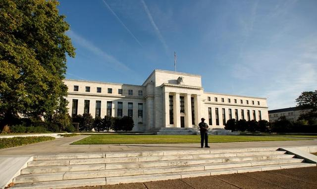 FILE PHOTO - A police officer keeps watch in front of the U.S. Federal Reserve building in Washington, DC, U.S. on October 12, 2016.     REUTERS/Kevin Lamarque//File Photo