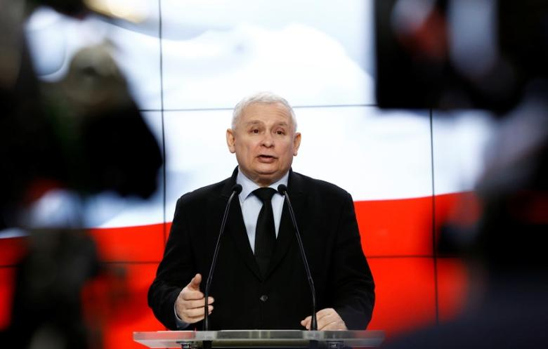 Jaroslaw Kaczynski, the leader of the ruling Law and Justice Party (PiS) speaks during a news conference in Warsaw, Poland March 13, 2017. REUTERS/Kacper Pempel - RTX30U6P