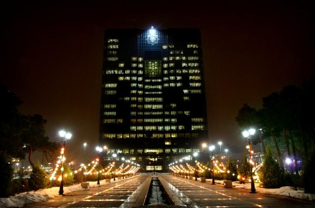 A general view of the Central Bank of Iran building in Tehran, Iran, January 23, 2006.    REUTERS/Morteza Nikoubazl/File Photo