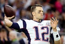 Tom Brady, do New England Patriots, durante aquecimento antes do Super Bowl em Houston. 05/02/2017 REUTERS/Adrees Latif