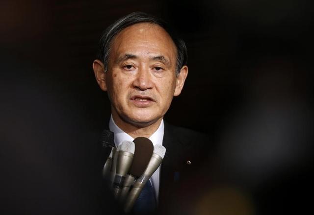 3月21日、菅義偉官房長官は閣議後会見で、18日までドイツで行われた20カ国・地域(G20)財務相・中央銀行総裁会議について、「マクロ政策、為替についてG20のこれまでのコミットメントを確認することができたと思う」との認識を示した。写真は2015年1月安倍首相官邸で撮影(2017年 ロイター/Toru Hanai)