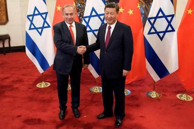 3月21日、中国の習近平国家主席は、中国を訪問中のイスラエルのネタニヤフ首相と北京で会談し、パレスチナとの平和的な共存は双方や地域の利益であり、国際社会が望んでいることだと強調した(2017年 ロイター/Etienne Oliveau)