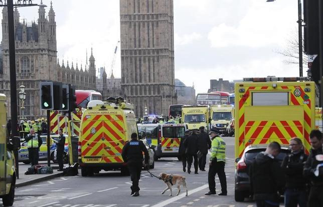 3月22日、スコットランド議会は、スコットランドの独立を巡る2度目の住民投票を行うための審議を中断した。ロンドンの国会議事堂付近でこの日、襲撃事件が起きたため。写真はロンドンで撮影。(2017年 ロイター/EDDIE KEOGH)