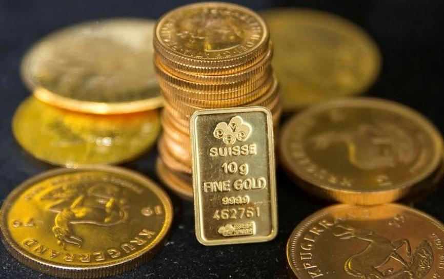 Gold below 3-week peak as dollar recovers; Trump policy in focus