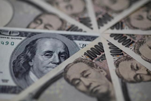 3月23日、ドル/円が下落している。米利上げ期待の一服や、米保護主義への警戒感、トランプ政策の実効性へのさい疑心といったトランプ相場を押し上げた期待の「反動」が強まっていることが要因だ。2013年2月撮影(2017年 ロイター/Shohei Miyano/File Photo)