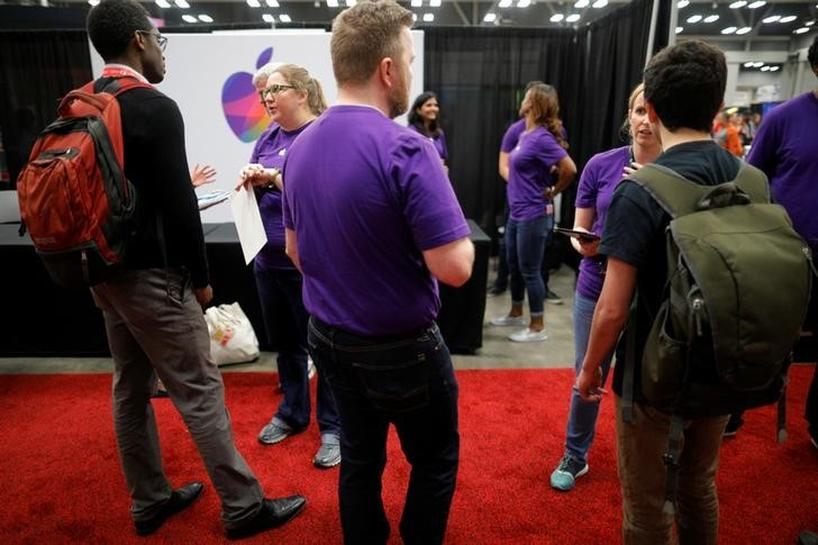U.S. jobless claims unexpectedly rise; labor market still strong