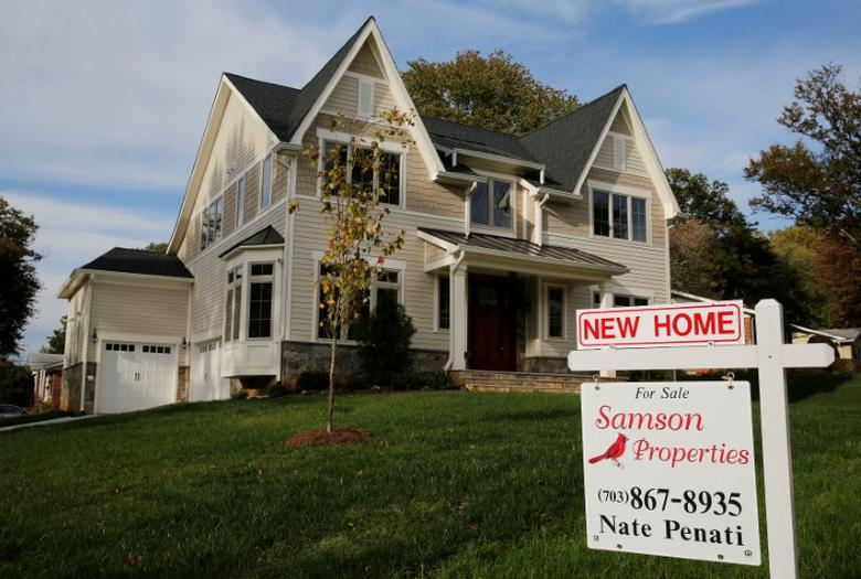 FILE PHOTO: A real estate sign advertising a new home for sale is pictured in Vienna, Virginia, U.S. October 20, 2014.       REUTERS/Larry Downing/File Photo