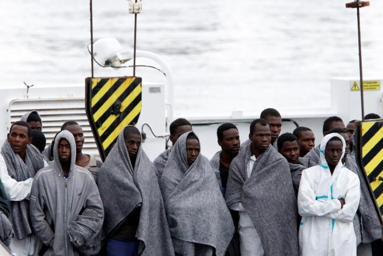 Migrants wait to disembark from Italian Coast Guard patrol vessel Diciotti in the Sicilian harbour of Catania, Italy, November 16, 2016. REUTERS/ Antonio Parrinello