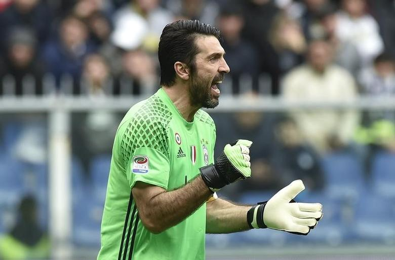 Football Soccer - Sampdoria v Juventus - Italian Serie A - Marassi stadium, Genoa, Italy - 19/03/17 - Juventus' goalkeeper Gianluigi Buffon celebrates after the goal scored by teammate Juan Cuadrado against Sampdoria.  REUTERS/Giorgio Perottino