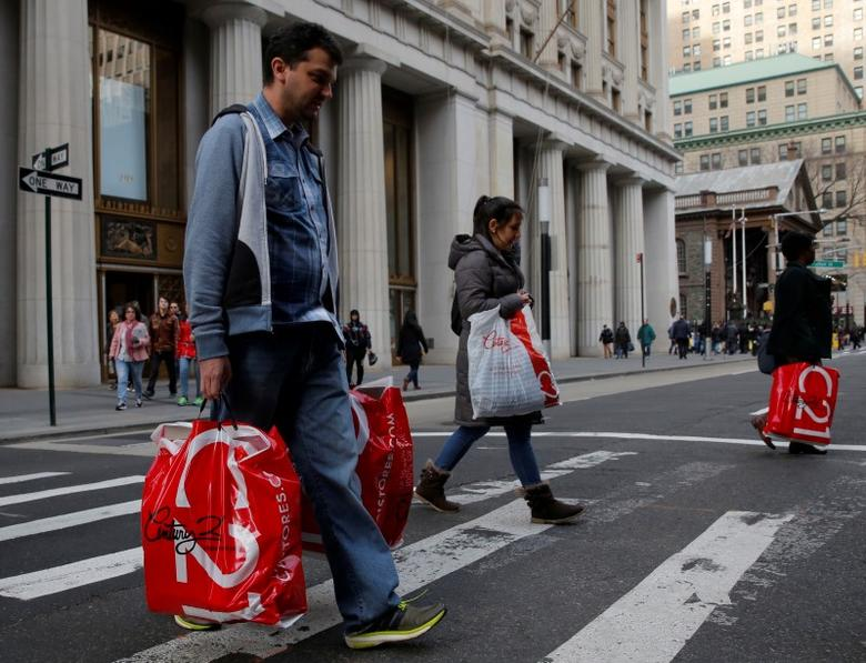 People cross Broadway with shopping bags in Manhattan, New York City, U.S. December 27, 2016. REUTERS/Andrew Kelly/Files