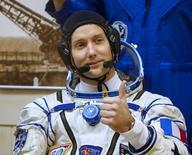رائدا فضاء يكملان مهمة سير في الفضاء للتجهيز لرحلات تجارية