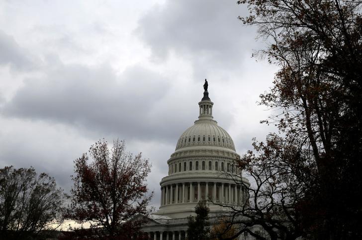 2016年11月9日,美国华盛顿,美国国会大厦。特朗普因支持票不足撤回医改议案,立法首战以失败告终。REUTERS/Joshua Roberts