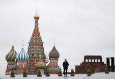 La relation que la France doit entretenir avec la Russie et son président Vladimir Poutine divise les candidats à l'élection présidentielle française, sur fond de regain d'influence de Moscou lié aux conflits en Ukraine et en Syrie. /Photo d'archives/REUTERS/Maxim Shemetov