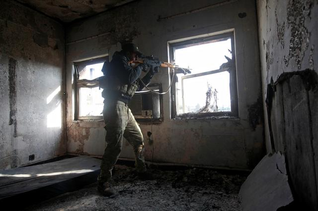 A sniper from the Iraqi rapid response forces takes up postion at a hospital damaged by clashes during a battle between Iraqi forces and Islamic State militants in the Wahda district of eastern Mosul. REUTERS/Alaa Al-Marjani