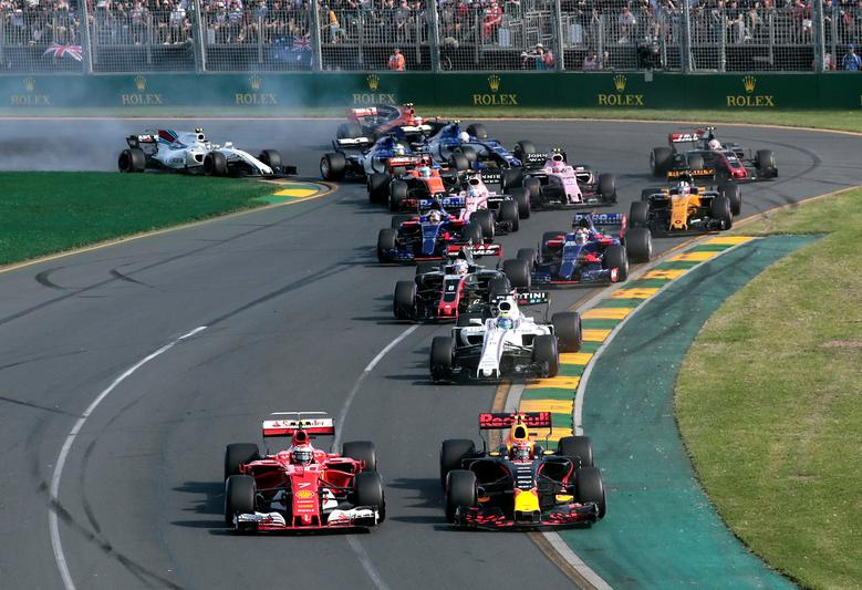 Formula One - F1 - Australian Grand Prix - Melbourne, Australia - 26/03/2017 - Formula One drivers at the first corner at the start of the Australian Grand Prix.     REUTERS/Jason Reed