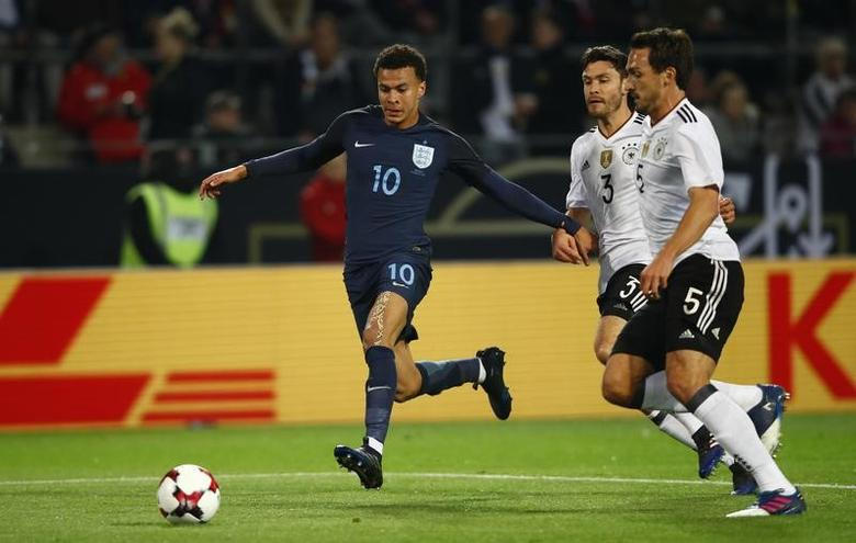 Football Soccer - Germany v England - International Friendly - Signal-Iduna-Park, Dortmund, Germany - 22/3/17 England's Dele Alli in action with Germany's Jonas Hector and Mats Hummels  Reuters / Wolfgang Rattay Livepic