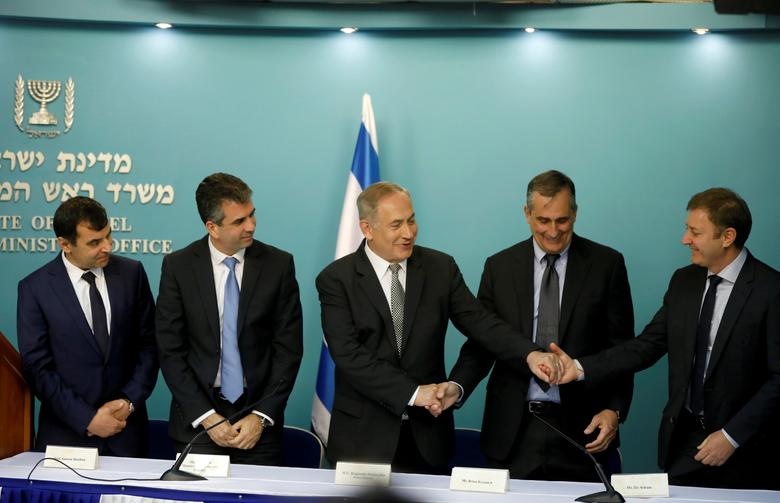 Israeli Prime Minister Benjamin Netanyahu (C) attends a news conference with Intel CEO Brian Krzanich (2ndR) and Mobileye founders Amnon Shashua (L) and Ziv Aviram (R) and Israel's Minister of the Economy Eli Cohen (2ndL) in Jerusalem March 14, 2017. REUTERS/Ronen Zvulun