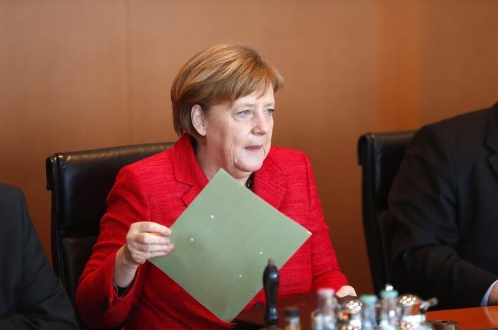 German Chancellor Angela Merkel attends a cabinet meeting at the Chancellery in Berlin, Germany, March 29, 2017.     REUTERS/Fabrizio Bensch