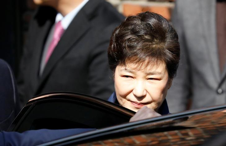 South Korea's ousted leader Park Geun-hye leaves her private house in Seoul, South Korea, March 30, 2017.  REUTERS/Kim Hong-Ji